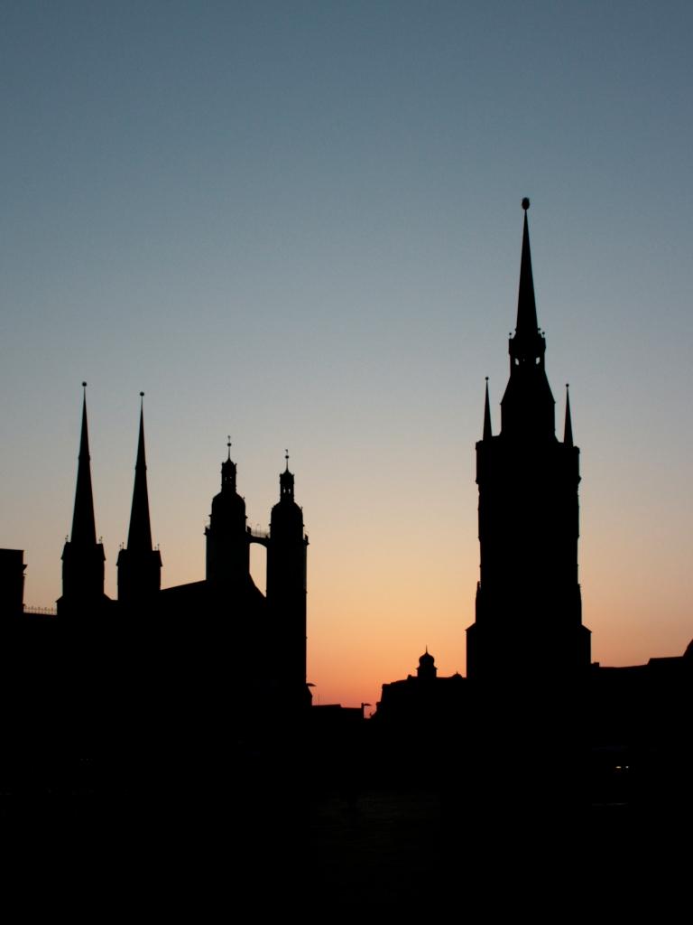 Man genießt einen tollen Ausblick von den Hausmannstürmen der Marktkirche am Marktplatz in Halle (Saale).
