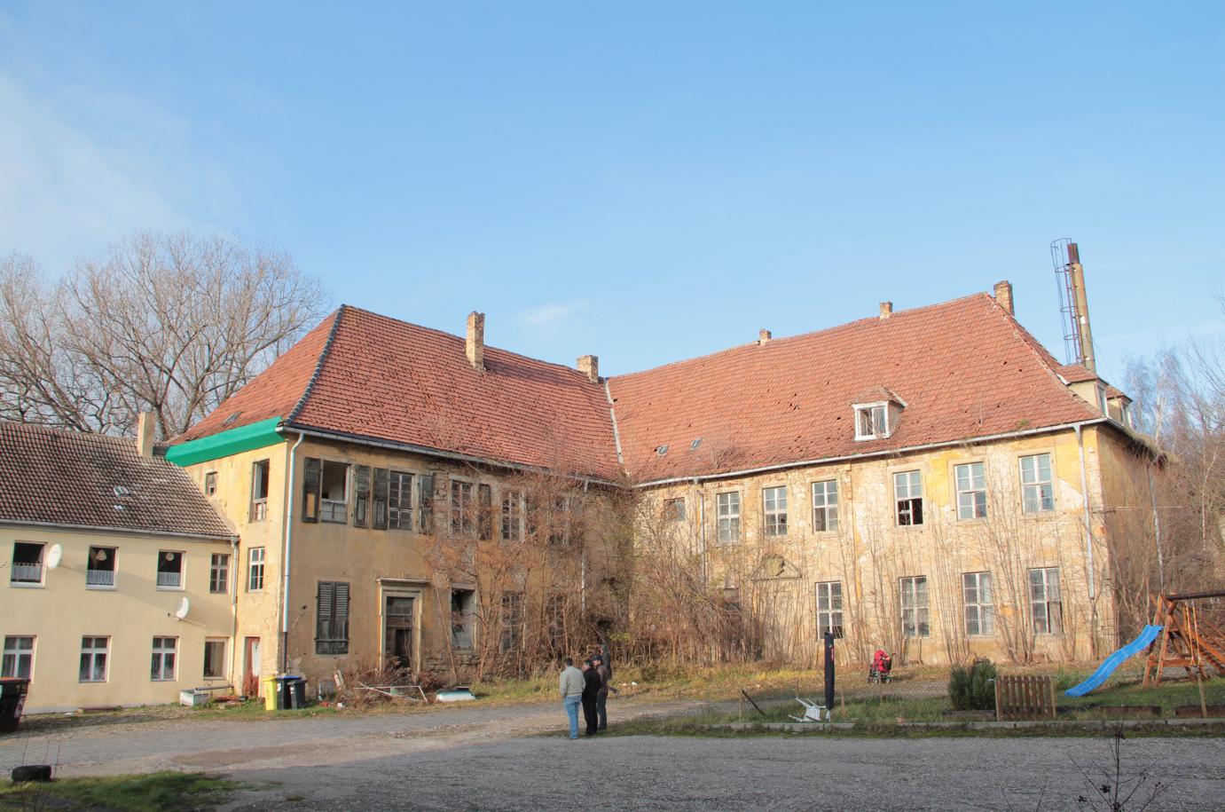 Die Würdenburg wird begutachtet.