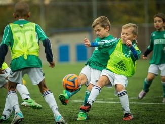 Beliebte Sportarten wie Fußball können schnell aus den Vereinsschuhen herauswachsen.