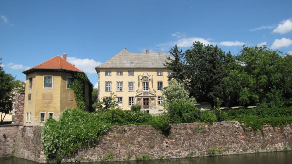 Schloss Ostrau im nördlichen Saalekreis (Bild: CC BY SA Concord via Wikimedia Commons).