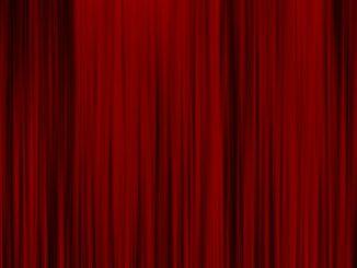 red-curtain-steintor-kultur-roter-vorhang