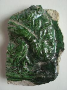 Abb. 3: Fragment einer renaissancezeitlichen Ofenkachel mit der Abbildung einer Adelsperson. Foto: Mike Leske 2014