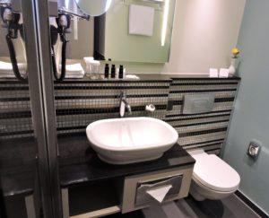 komfortables Badezimmer im Hotel