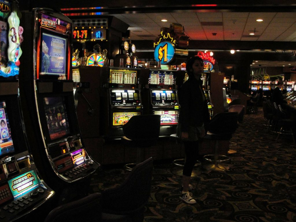 Glücksspiel ob im Casino oder online kann Spaß machen - oder in Unglück und Ruin treiben.