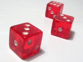 Würfelspiele - ein Symbol für Glücksspiel aller Art. Mit Sonnen- und Schattenseiten.