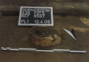 """Abb. 5: Einer der vier als """"Nachgeburtstöpfe"""" interpretierten neuzeitlichen Gefäße. Foto: Landesamt für Denkmalpflege und Archäologie, Halle"""