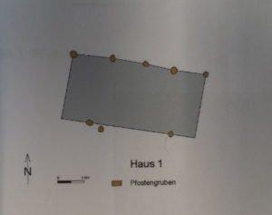 """Abb.2: Der Grundriss des einschiffigen Pfostenbaus vom """"Haidhofhügel"""" bei Dornstedt. Abbildung: Landesamt für Denkmalpflege und Archäologie, Halle"""