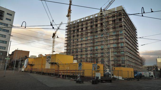 Baustelle, Rohbau am Riebeckplatz in Endhöhe, Kräne und Baustellencontainer