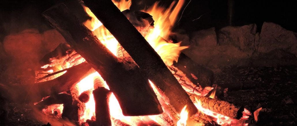 Lohderndes Lagerfeuer, Osterfeuer